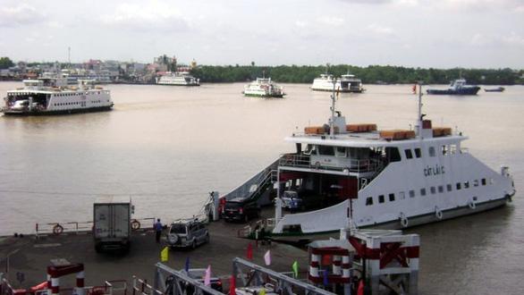 2/7 chiếc phà tại bến phà Cát Lái tạm dừng hoạt động sau va chạm tàu biển - Ảnh 1.