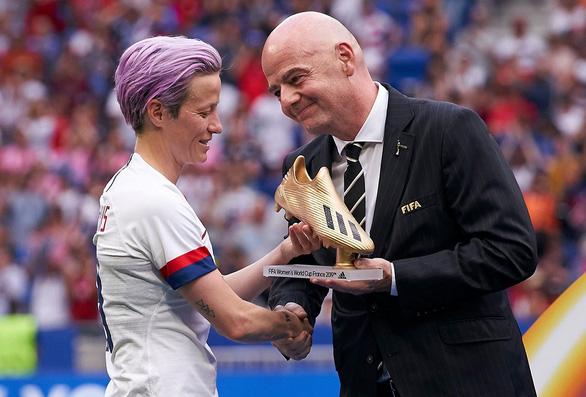 Nhờ đâu FIFA, UEFA hào phóng? - Ảnh 1.