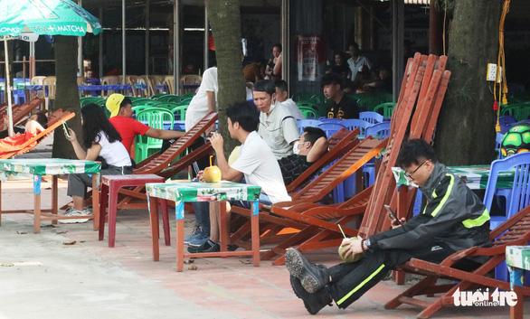 Cửa Lò chủ yếu khách trong tỉnh, khách sạn đầy phòng - Ảnh 2.