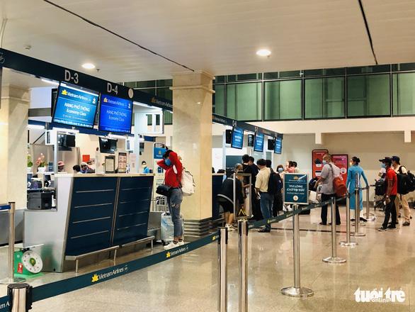 Vietnam Airlines, FLC lỗ ngàn tỉ đồng vì COVID-19 - Ảnh 1.