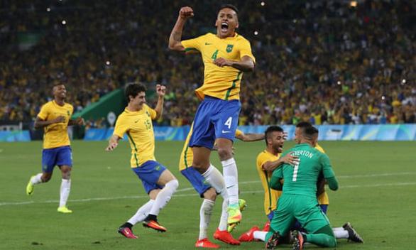 FIFA nâng tuổi dự môn bóng đá nam Olympic 2020 lên U24 - Ảnh 1.