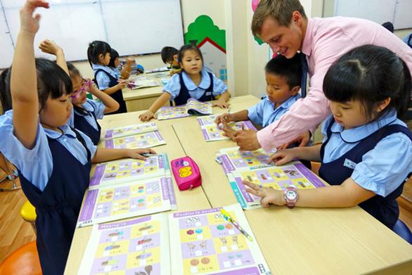 Giáo viên nước ngoài lao đao mùa dịch - Ảnh 1.