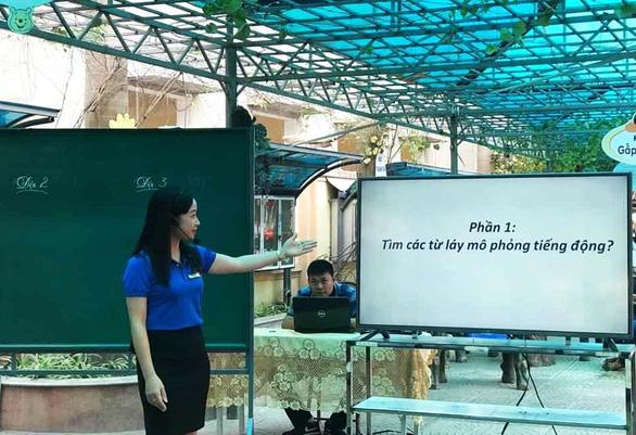 Xuýt xoa trước lá đơn viết tay đẹp như in của nữ giáo viên tình nguyện chống COVID-19 - Ảnh 3.