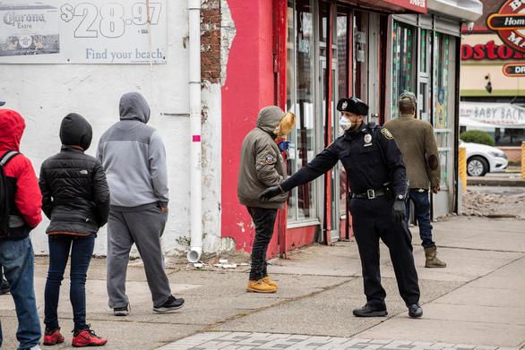 New York 24 giờ qua: cứ 2 phút rưỡi có 1 người chết vì COVID-19 - Ảnh 10.