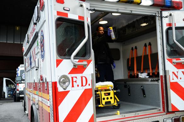 New York 24 giờ qua: cứ 2 phút rưỡi có 1 người chết vì COVID-19 - Ảnh 4.