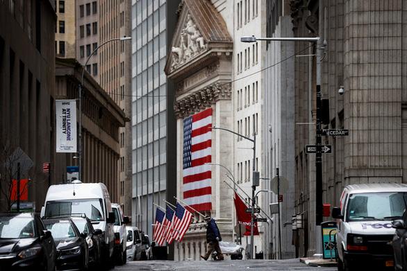 New York 24 giờ qua: cứ 2 phút rưỡi có 1 người chết vì COVID-19 - Ảnh 11.