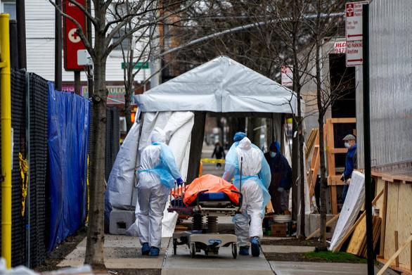 New York 24 giờ qua: cứ 2 phút rưỡi có 1 người chết vì COVID-19 - Ảnh 1.