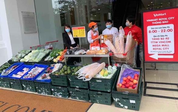 Mở thêm các cửa hàng dã chiến cung ứng thực phẩm cho dân - Ảnh 1.