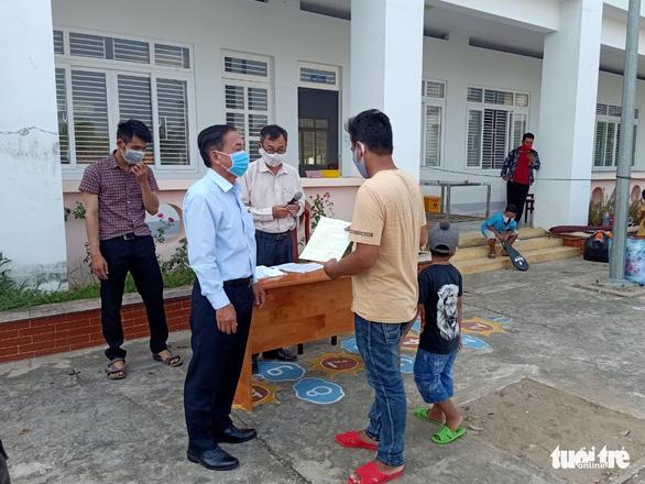 Hỗ trợ xe đưa gần 400 công dân từ Campuchia hoàn thành cách ly về nhà - Ảnh 1.