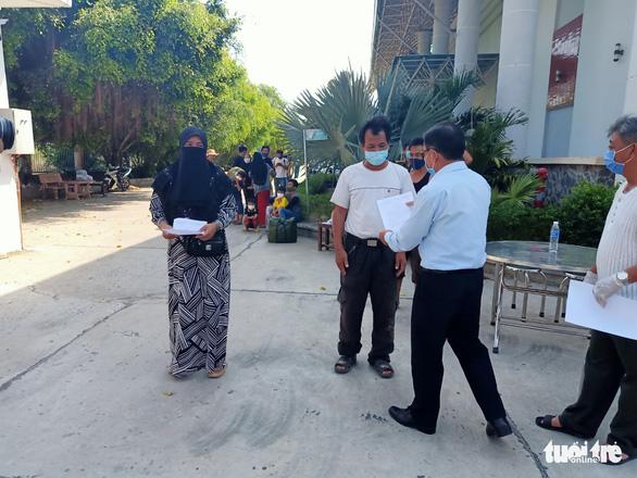 Hỗ trợ xe đưa gần 400 công dân từ Campuchia hoàn thành cách ly về nhà - Ảnh 3.