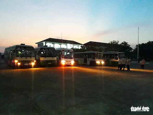 Hỗ trợ xe đưa gần 400 công dân từ Campuchia hoàn thành cách ly về nhà - Ảnh 4.
