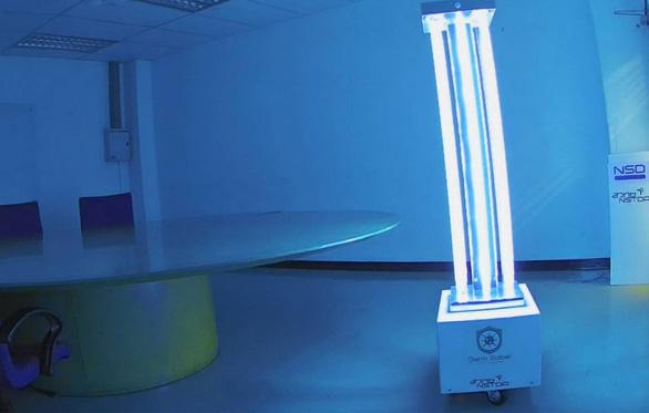 Robot diệt virus bằng tia cực tím - Ảnh 1.