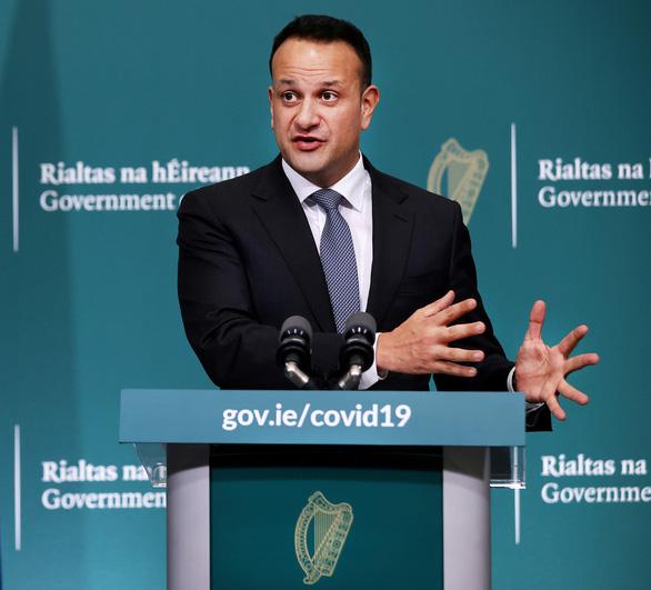 Thủ tướng Ireland trở lại làm bác sĩ, tham gia chống COVID-19 - Ảnh 1.