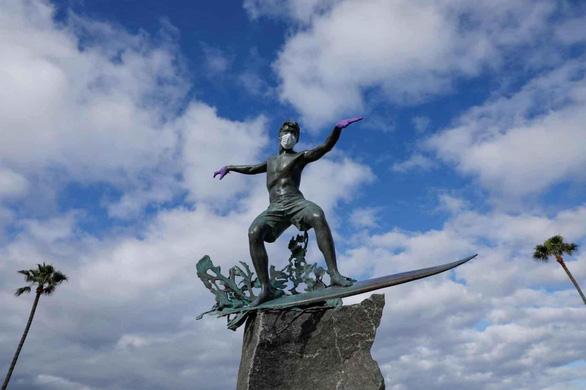 corona status người lướt sóng cali mỹ reuters