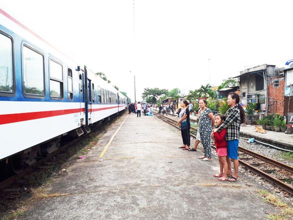 Chỉ đạo hạn chế bán vé xe lửa Hà Nội, Sài Gòn đến ga Tam Kỳ - Ảnh 1.