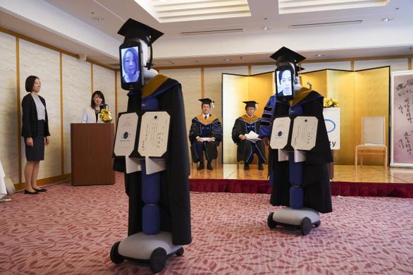 Dùng robot đại diện nhận bằng đại học, chuyện chỉ có 'thời corona' - Ảnh 8.
