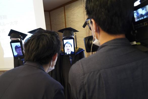 Dùng robot đại diện nhận bằng đại học, chuyện chỉ có 'thời corona' - Ảnh 6.