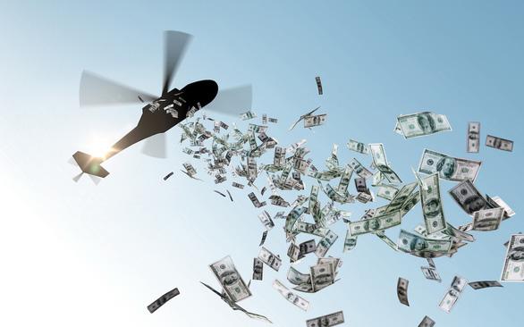 Tiền trực thăng phát trực tiếp cho dân vẫn tốt hơn - Ảnh 1.