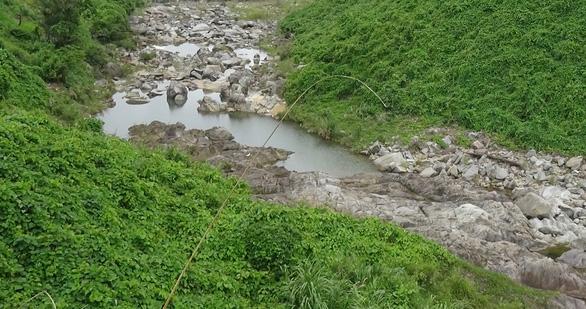 Thượng nguồn kiệt nước, xâm nhập mặn trên các sông Quảng Nam vào tới 20km - Ảnh 1.