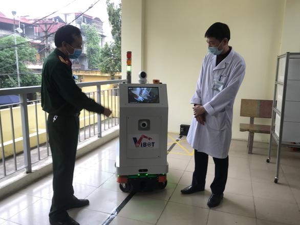 Việt Nam chế tạo thành công robot hỗ trợ bác sĩ chăm sóc bệnh nhân cách ly - Ảnh 2.
