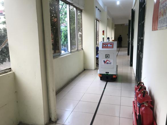 Việt Nam chế tạo thành công robot hỗ trợ bác sĩ chăm sóc bệnh nhân cách ly - Ảnh 4.
