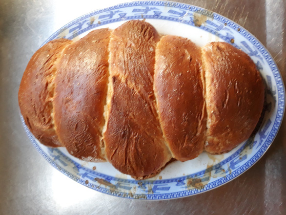 Nhật ký mùa dịch: Bánh mì Việt Nam chồng tôi làm khi 'cấm túc' - Ảnh 3.