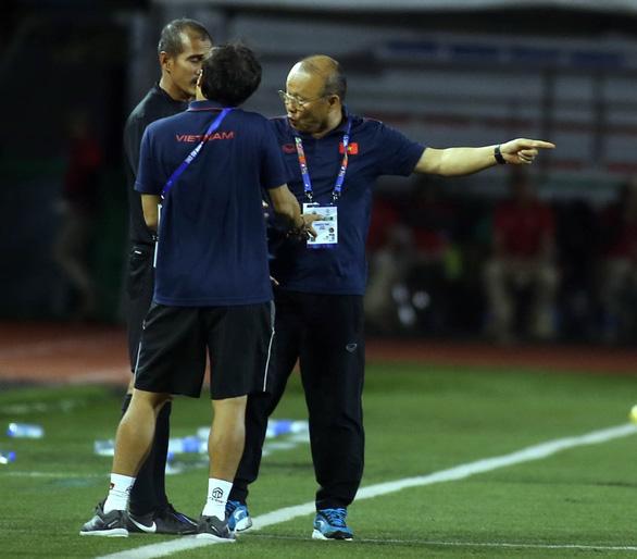 AFF Cup 2020: Ông Park có thể mất quyền chỉ đạo tuyển Việt Nam - Ảnh 1.