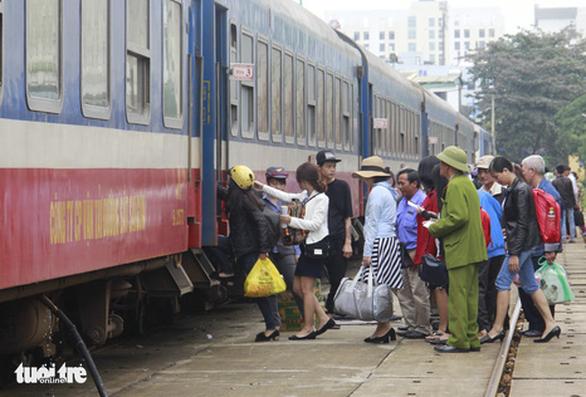 Từ TP.HCM ra Đà Nẵng: Xuống ga Quảng Ngãi để né cách ly nhưng vẫn bị lộ - Ảnh 1.