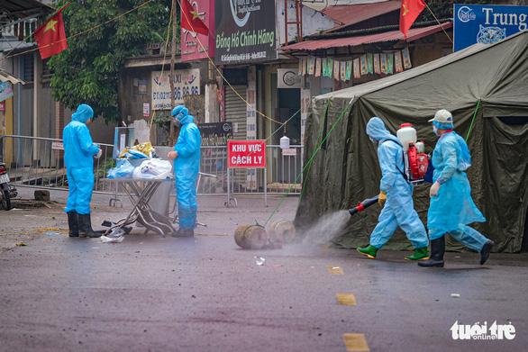 Toàn bộ công an một phường Hà Nội bị cách ly vì liên quan bệnh nhân 243 - Ảnh 1.