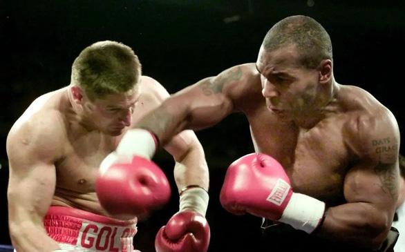Khoảnh khắc Mike Tyson từng khiến đối thủ đo sàn và nằng nặc xin thua - Ảnh 2.