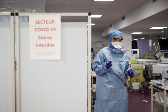 Chuyên gia Pháp: Không tuân thủ giãn cách xã hội là tự tử tập thể - Ảnh 1.