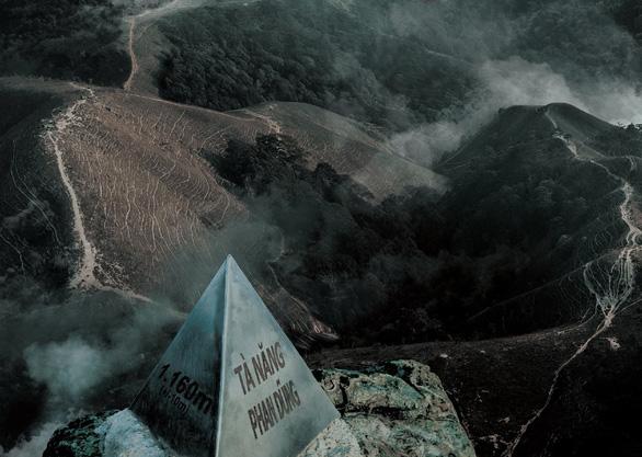 Phim Tà Năng Phan Dũng gây tranh cãi vì lấy cảm hứng từ tai nạn thảm khốc - Ảnh 1.