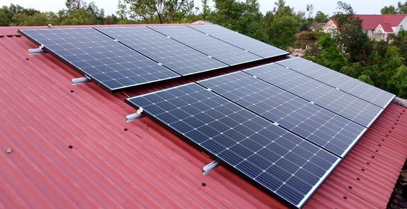 Cùng SolarBK vượt qua dịch và hạn mặn bằng 'Góp năng lượng - tỏa yêu thương' - Ảnh 2.