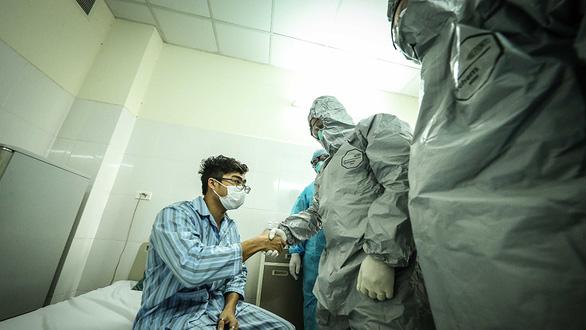 Chạy đua tìm thần dược - Kỳ cuối: Tìm thuốc điều trị bệnh nhân COVID-19 ở Việt Nam - Ảnh 1.
