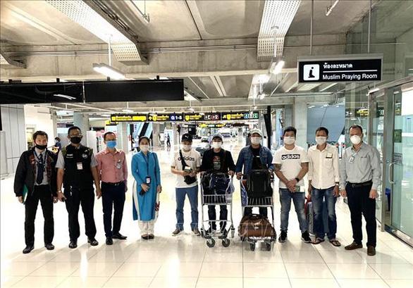 7 người Việt Nam bị kẹt tại sân bay Thái Lan về nước trên máy bay chở hàng - Ảnh 1.