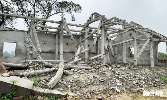 Dân tháo dỡ chùa Linh Sâm triệu đô xây 'chui' trên đất di tích quốc gia - Ảnh 2.