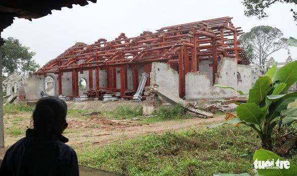 Dân tháo dỡ chùa Linh Sâm triệu đô xây 'chui' trên đất di tích quốc gia - Ảnh 5.