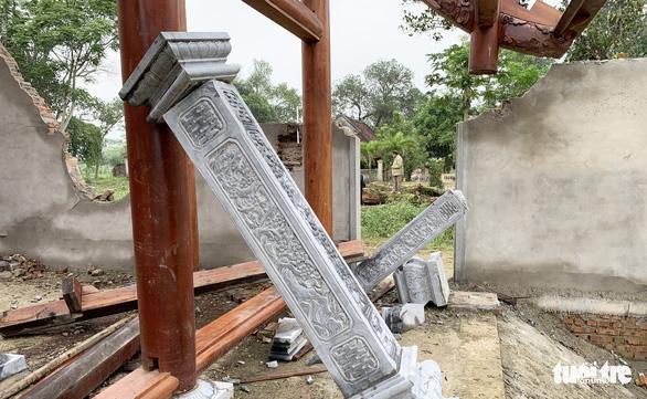 Dân tháo dỡ chùa Linh Sâm triệu đô xây 'chui' trên đất di tích quốc gia - Ảnh 9.