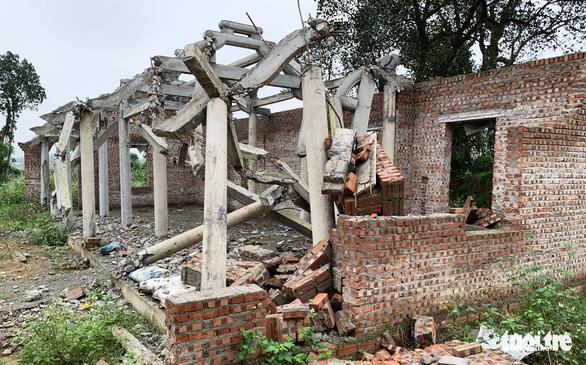 Dân tháo dỡ chùa Linh Sâm triệu đô xây 'chui' trên đất di tích quốc gia - Ảnh 4.