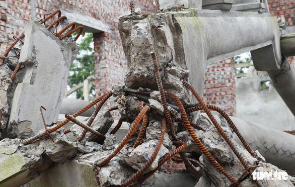 Dân tháo dỡ chùa Linh Sâm triệu đô xây 'chui' trên đất di tích quốc gia - Ảnh 6.