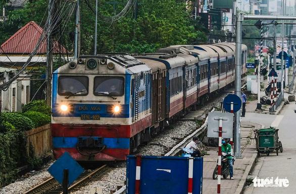 Yêu cầu Tổng công ty Đường sắt thu hồi hai lô đất vàng ở Hà Nội - Ảnh 1.