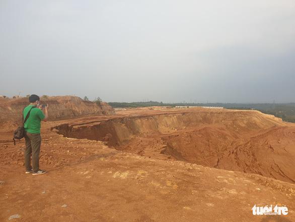 Sụt lún hàng ngàn khối đất đá tại khu công nghiệp Nhân Cơ - Ảnh 1.