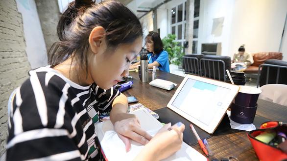 Chật vật với học trực tuyến - Ảnh 1.