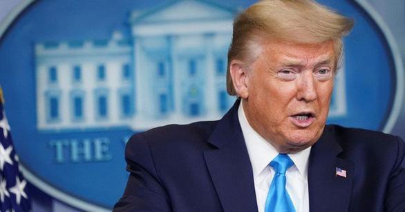 Ông Trump cảm ơn Việt Nam phối hợp cung cấp 450.000 bộ quần áo bảo hộ cho Mỹ - Ảnh 1.