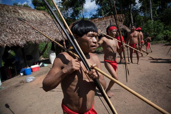 Dịch COVID-19 lan tới Amazon, đã có thổ dân đầu tiên mắc bệnh - Ảnh 1.