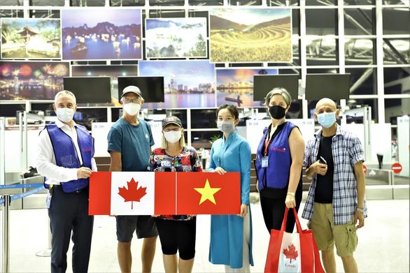 Việt Nam đưa gần 300 công dân tại Canada về nước - Ảnh 1.