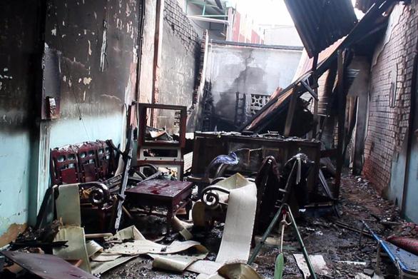 Cụ ông 76 tuổi kịp thời thoát khỏi căn nhà bị lửa bao trùm - Ảnh 1.