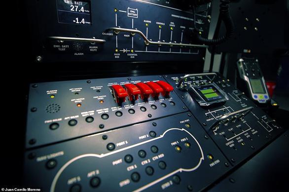 Tỉ phú Phạm Nhật Vượng mua tàu ngầm DeepView24 cho Vinpearl - Ảnh 2.