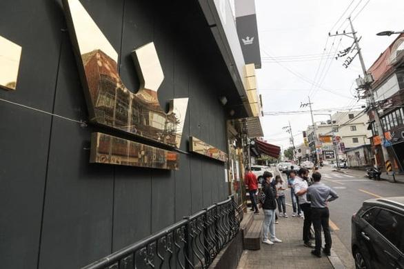 Seoul lại đóng cửa các quán bar, truy dấu 1.500 ca F1 - Ảnh 2.