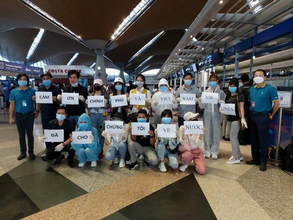 161 công dân Việt Nam về từ Mỹ âm tính với virus SARS-CoV-2 - Ảnh 1.
